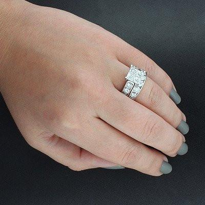 Girls, would you be satisfied with a small modest wedding ring or is it important that you have a big expensive one?