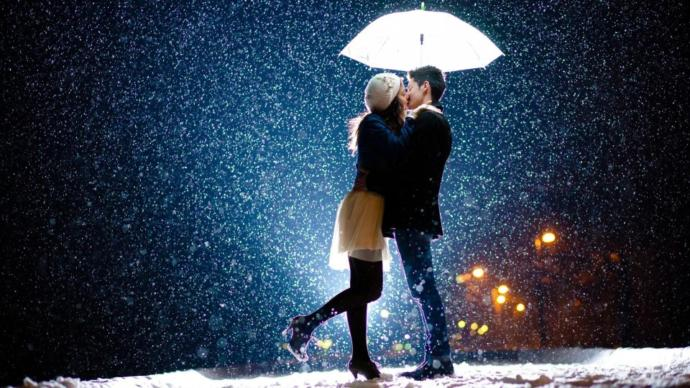 Which is more romantic : kissing in the dark or in the rain?