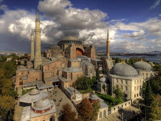 Christians, especially Greeks, who deserves to rightfully rule Constantinople?