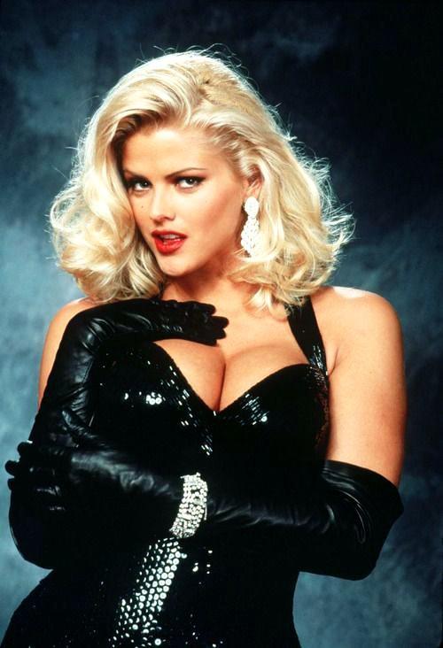 Who is more attractive Anna Nicole Smith or Kim Kardashian?