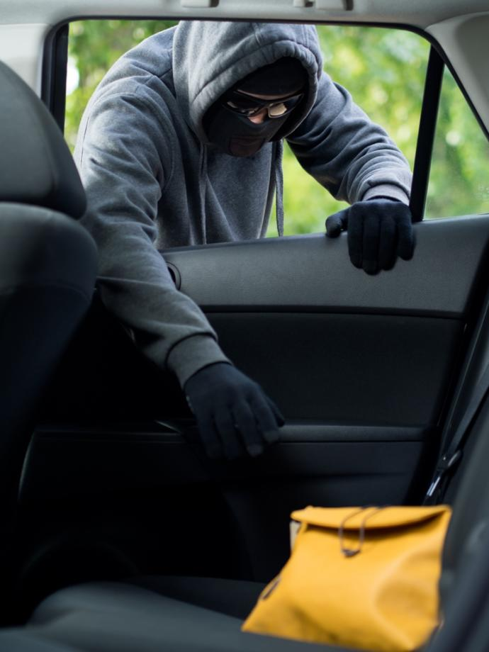 Girls, have you ever had your purse stolen? ... did they snatch if right out of your hands, out of your car or did you lay it down somewhere?