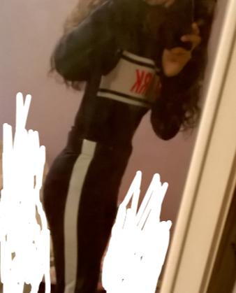 Side view of leggings so you can see the stripe xD