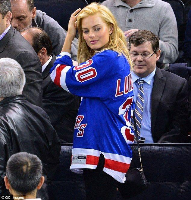 Guys, Do you find it hot when a girl wears a jersey of your favorite sports team?