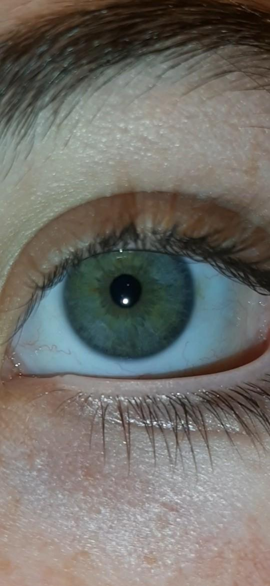 Do you like the color of my eyes?