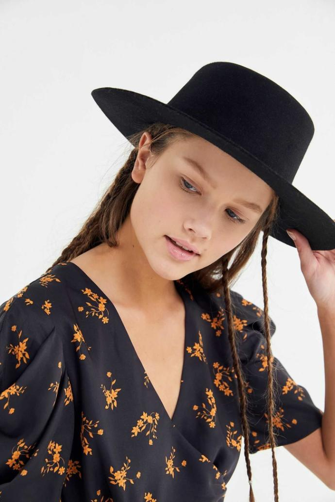 Guys, what do you think of wide-brim fedoras and boater hats on girls?