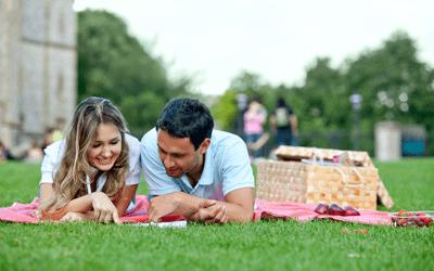 Is a picnic a good idea for a first date?