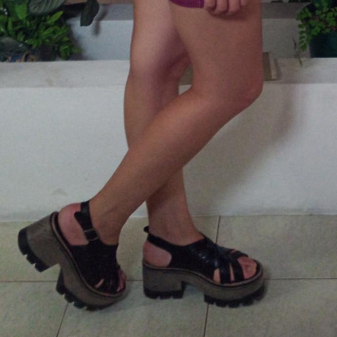 Are flat platform sandals too casual to go out?