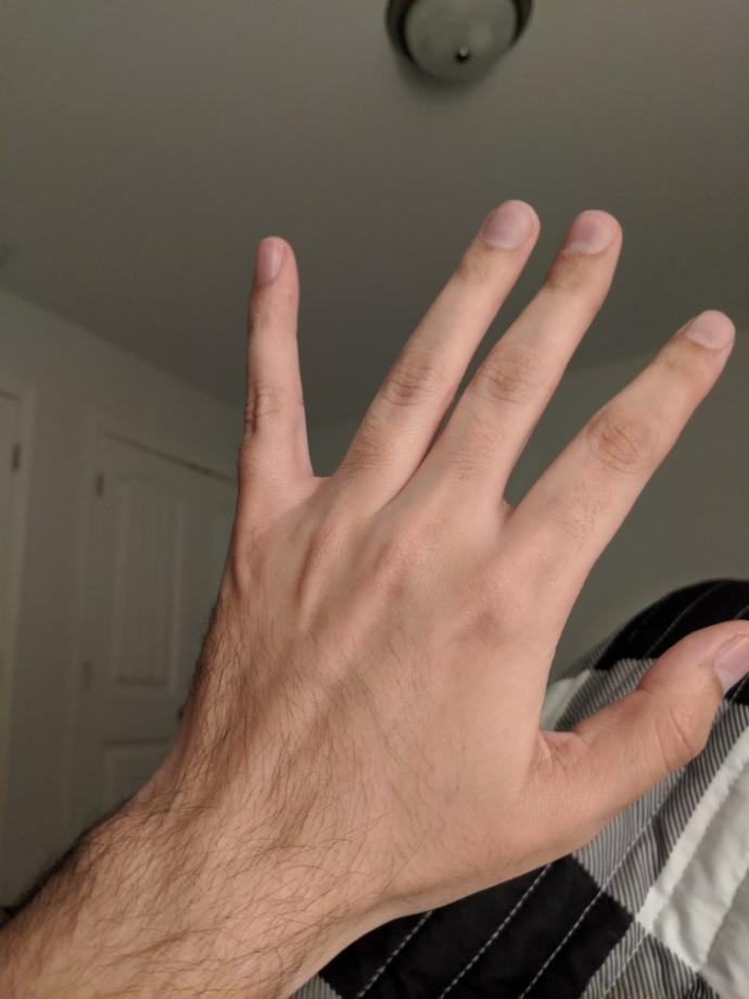 What do girls like or dislike about guys hands?