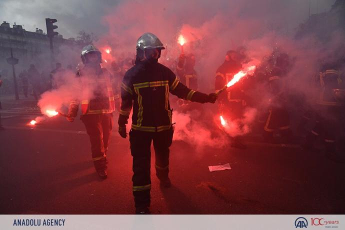 French firefighters do make up like the Joker, thoughts?