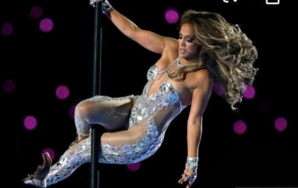 How gorgeous was Jennifer Lopez Super Bowl outfit?