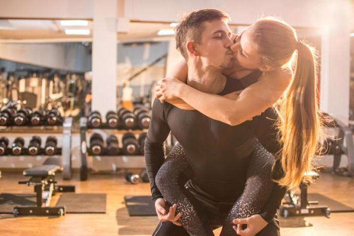 This is the couple everyone hates at the gym ahhahah