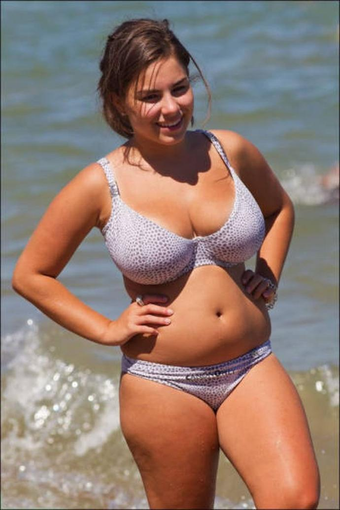 Would you rather a girl be skinny, but have no tits, or be chubby and have nice tits?