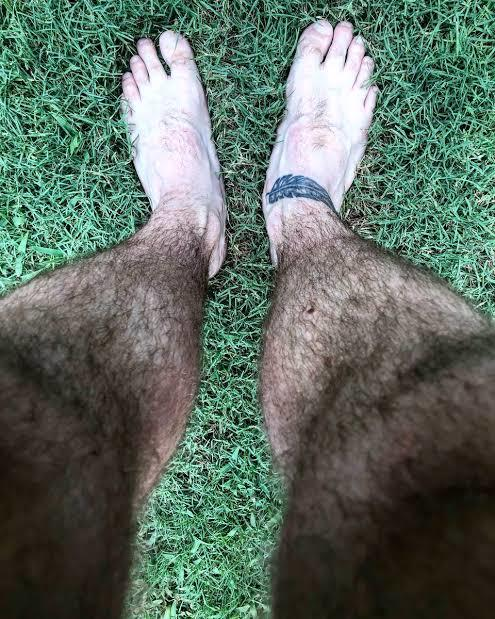 Whose legs selfie looks attractive and appealing?