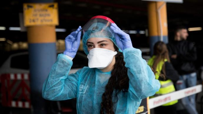 Does wearing the face mask actually work against contracting the coronavirus?