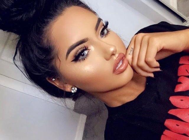 What makeup look should I do for a night out hanging with some girls and partying at the house?