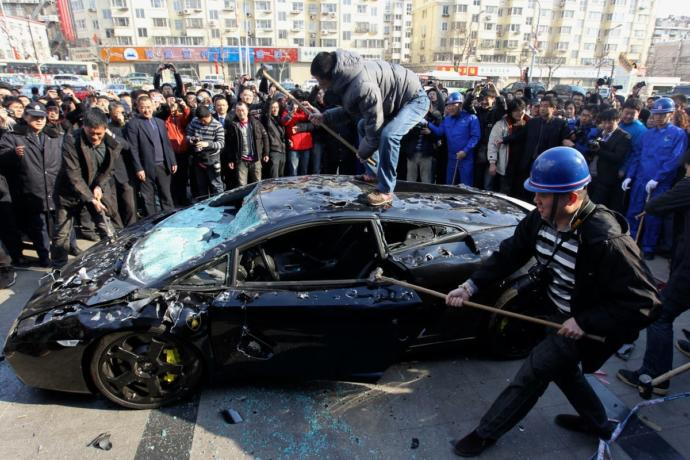 Owner of Lamborghini Gallardo shows his disappointment with Lamborghini Repair services, in Protest located in China.