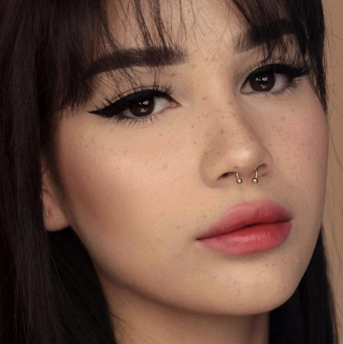 Thoughts on girls who wear winged eyeliner everyday?