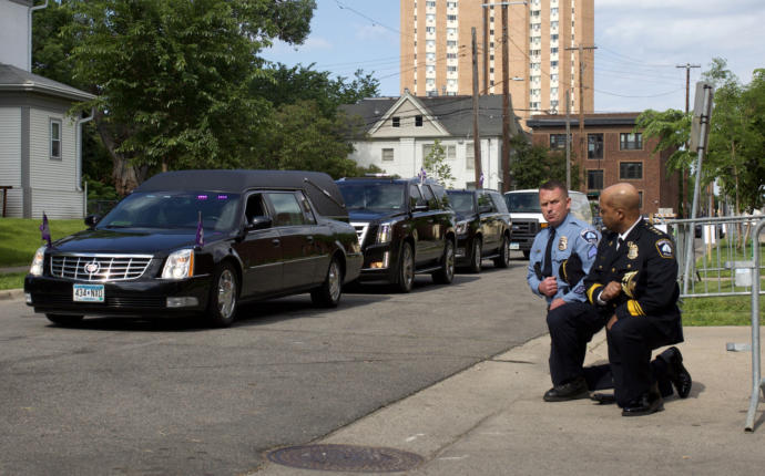 Police Officers Kneeling as Hearse Carrying George Floyds Body Arrives at Minneapolis Memorial Service