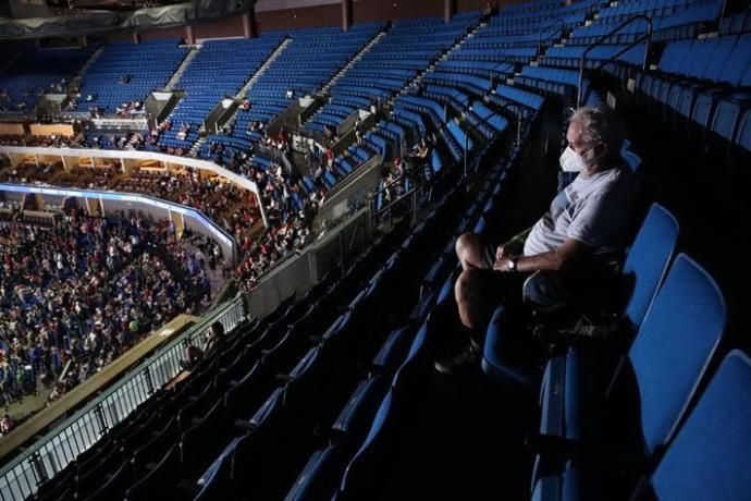 Why were the crowds so small at the Trump rally?