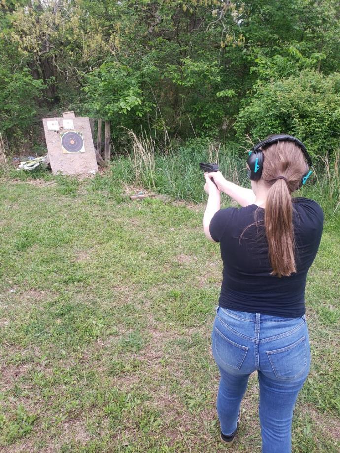 Do you like a girl who loves guns?