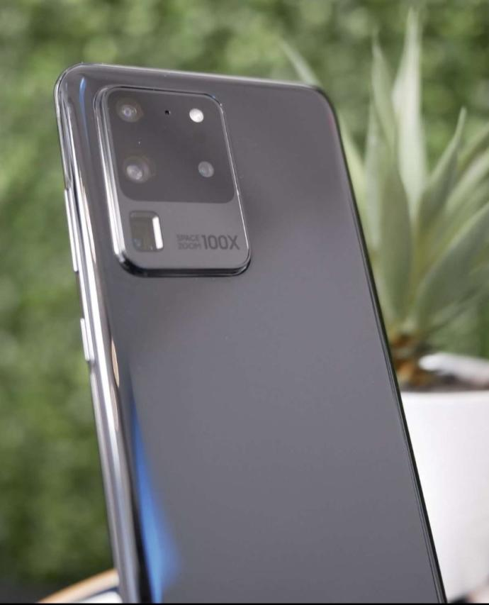 Samsung fans, do you think Samsung has improved the look of the camera on the Note20 Ultra when compared to the S20 Ultra?