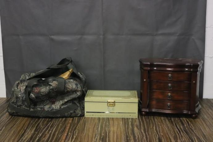 Guess how much Gold I will find in these auction items?