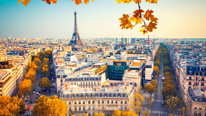 Does anyone here live in Paris?