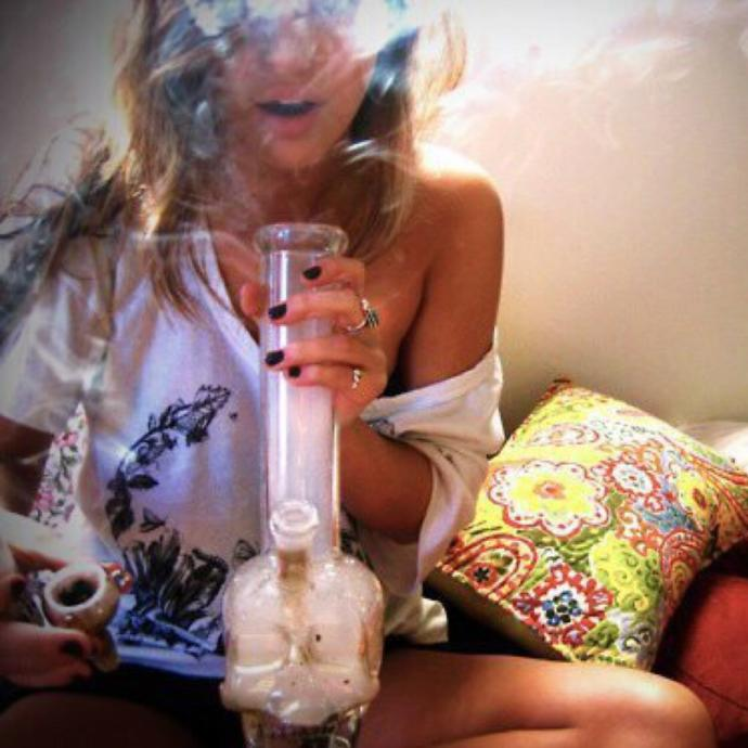 Are there still girl, or women, that dont smoke at all, not even weed, since its become such a trend?