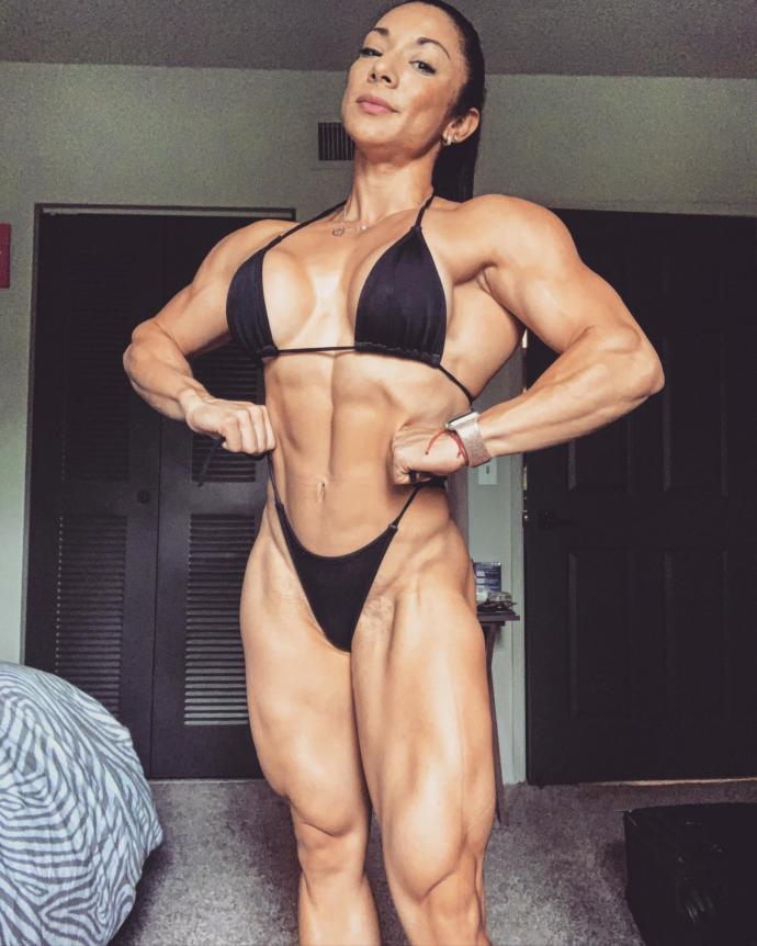 What is your opinion on this lady`s muscled body?