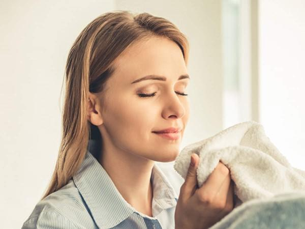 What is the most pleasant smell you have ever smelled and what is the most unpleasant smell you have ever smelled?