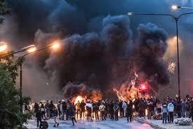 muslim mob burning in sweden