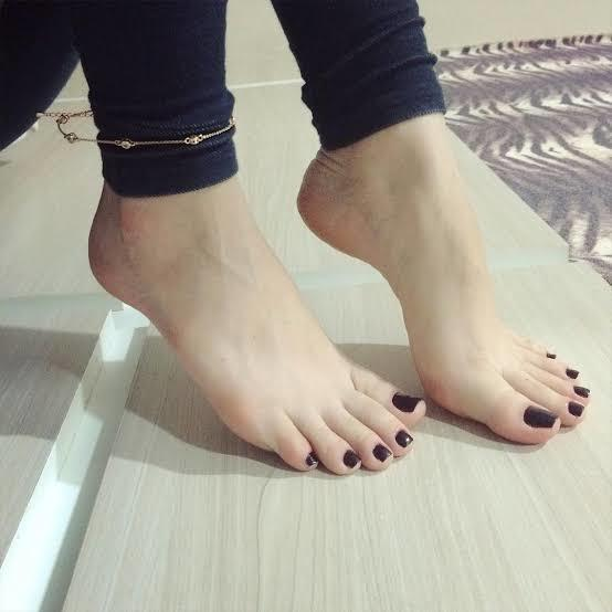 I find them very attractive, girls;why are you hiding your feet?