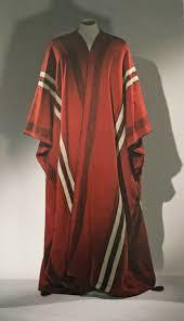 Should Christians worldwide unite in their clothes fashion by dedicating themselves to wearing robes and sandals everywhere they go like Jesus did?