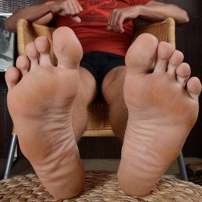 Ladies, do you like men's feet?