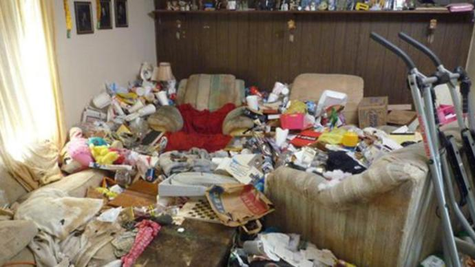 What would you do if you were dating someone and then found out they were hoarders😦?