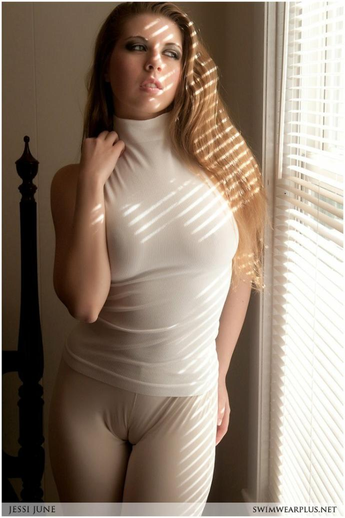 What do you think about camel toes? Should women wear leggings or not?