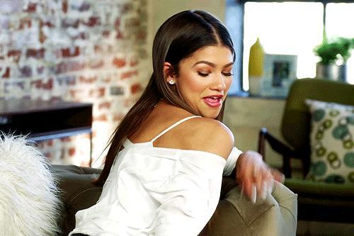 """Follow Up Question:👉 Do You Like The """"Off The Shoulders"""" Fashion Trend? Why or why not? CREDITS: Zendaya"""