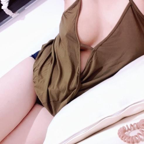 What do you like girls to wear to look sexy and approachable?
