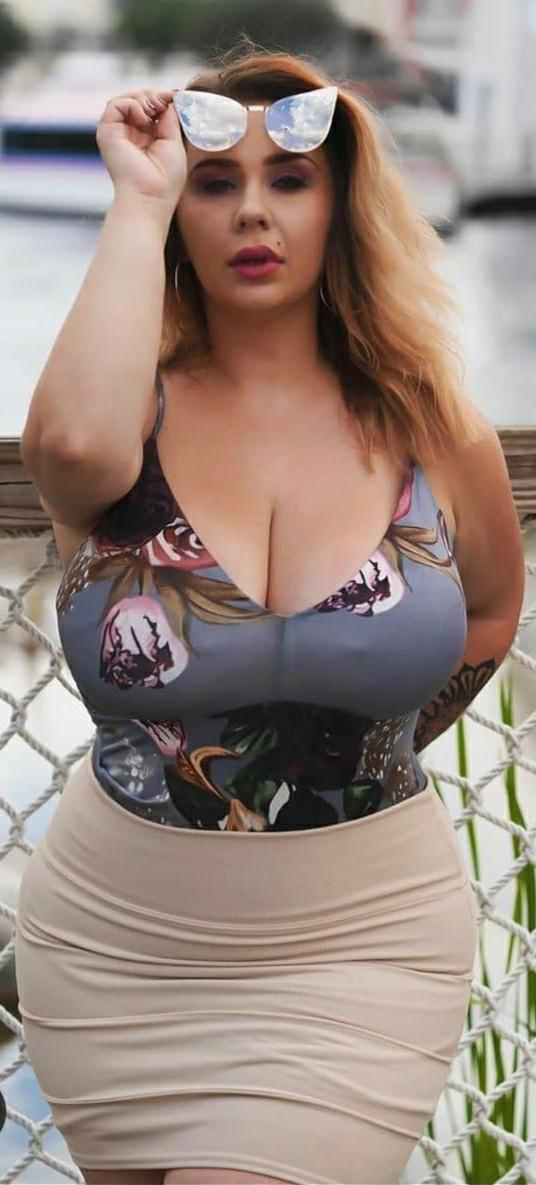 What % of cleavage shown looks decent on the first date?