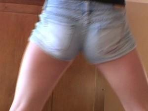 Guys, do you love your ladies wearing short shorts?