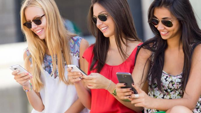 Women! Whats so interesting about your phones and instagram, that you pass up going out with men for?