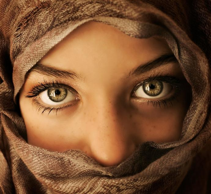 GIRLS/GUYS What does a very long gaze mean to you?