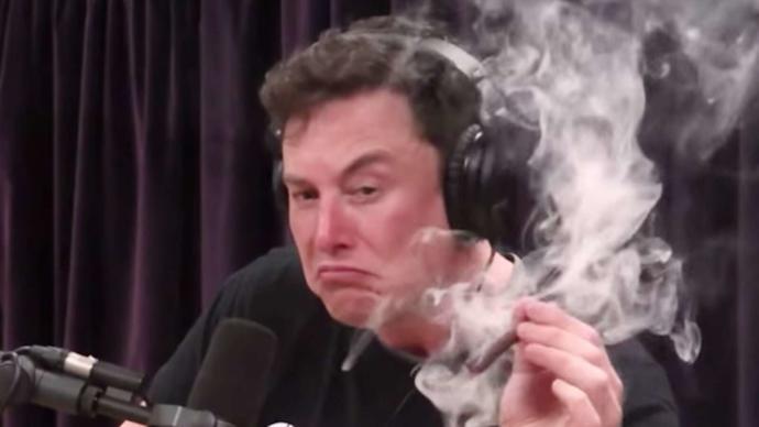 Anyone else love smelling weed smoke?