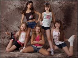 Is it appropriate for little girls to wear short shorts?
