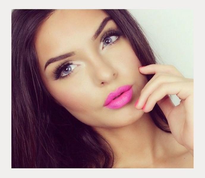 Pink lips or Red lips?