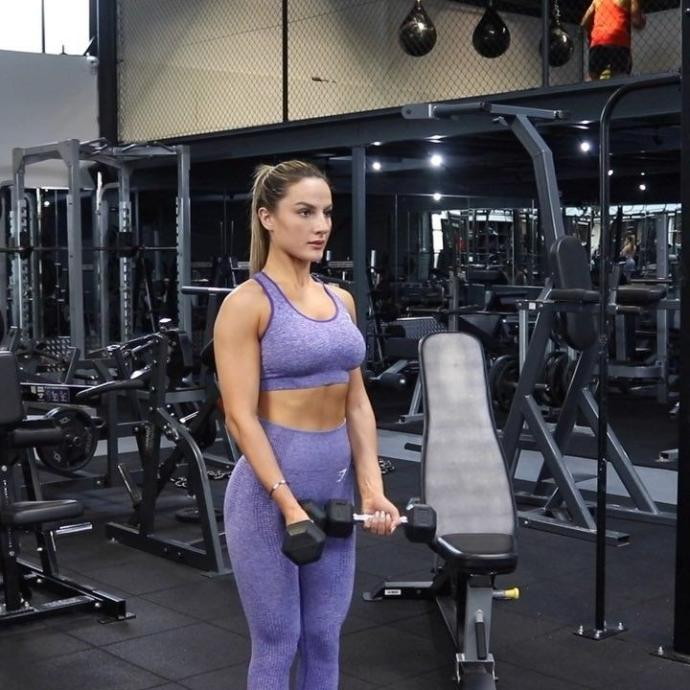 Do girls find it annoying when a random guy starts hitting on them at the gym?