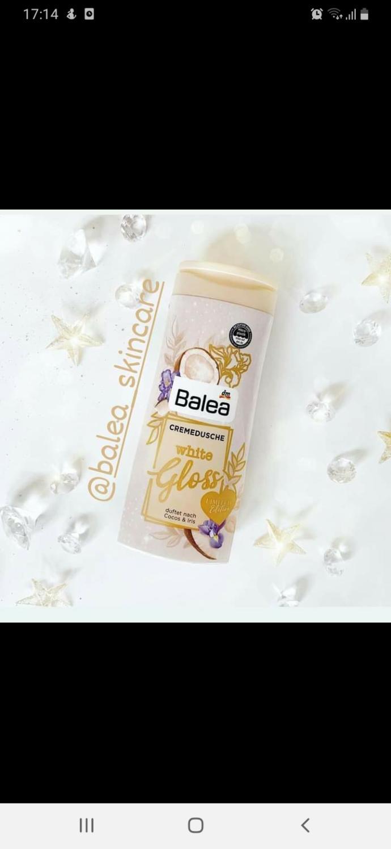 Is white gloss shower gel shimmery?