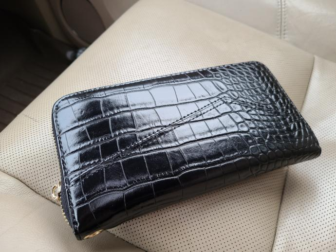 If you Found a wallet that had $860 in cash a few gift cards in it would you return it?