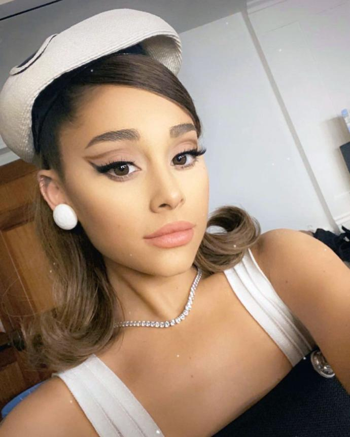 Doesnt she look like Ariana Grandeee?