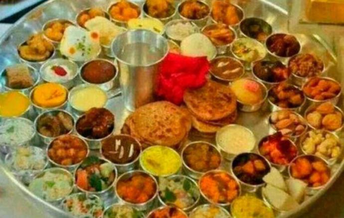 Piccolo thali or CHHAPANBHOG